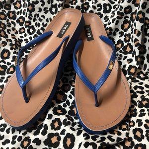 DKNY blue flip-flops L